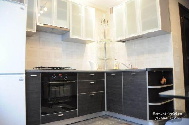 Угловая кухня с посудомоечной машиной