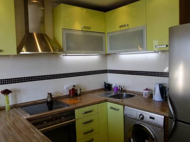 Стиральная машина в пространстве современной кухни