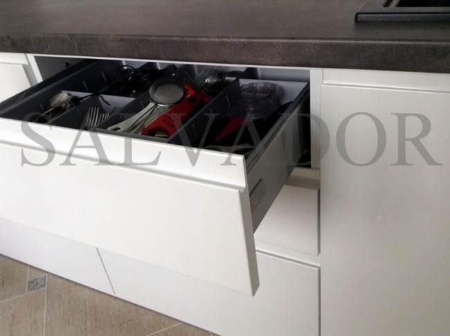 Специальный лоток для хранения столовых приборов