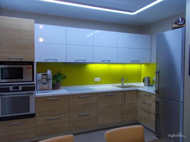 Отдельностоящий холодильник и пенал со встроенным духовым шкафом