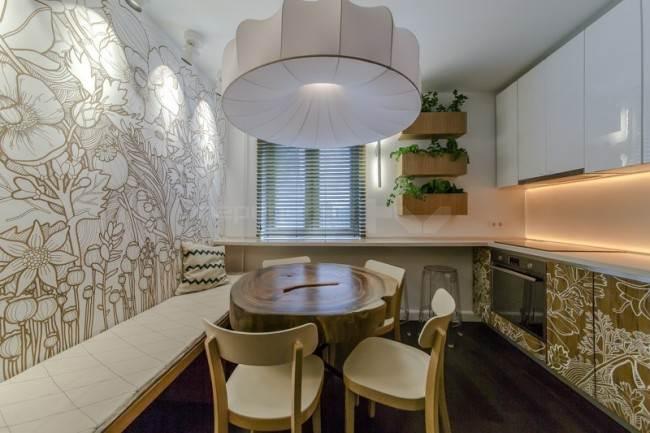 Эко-стиль на кухне с просторной рабочей зоной
