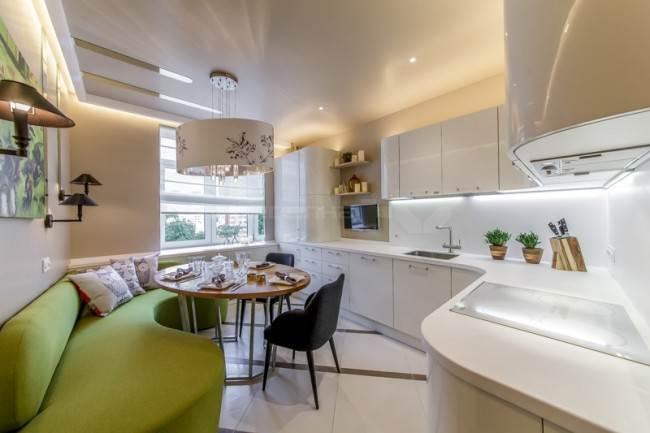 Кухня с зеленым диваном