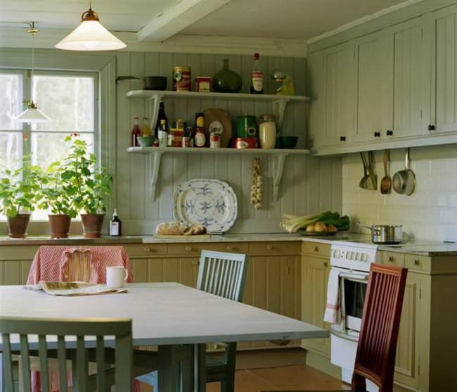 Кантри-стиль на кухне в деревянном доме