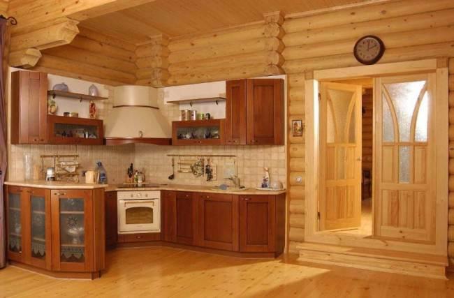 Угловой гарнитур в деревянном доме