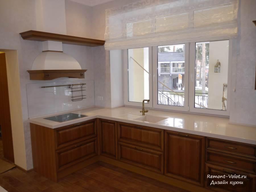 того угловая кухня под окном фото смену аналоговым