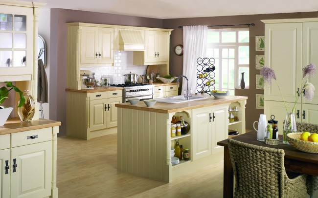 Пастельная гамма в отделке кухни-гостиной