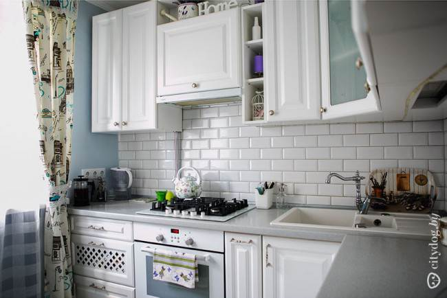 Плитка Кабанчик на угловой кухне
