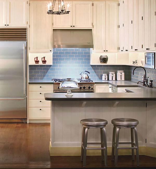Голубая плитка кабанчик в интерьере кухни