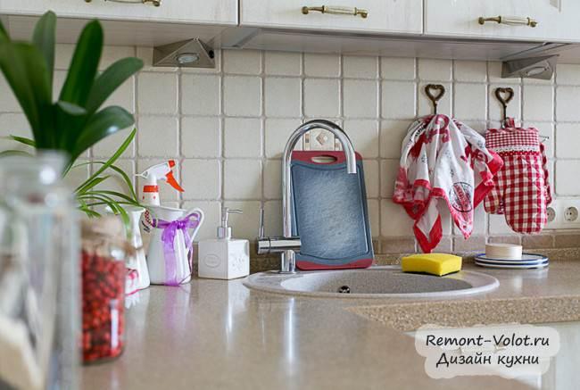 """Белая классическая кухня """"Стильные кухни"""" (21 фото + цена) со стиральной машиной и посудомойкой"""