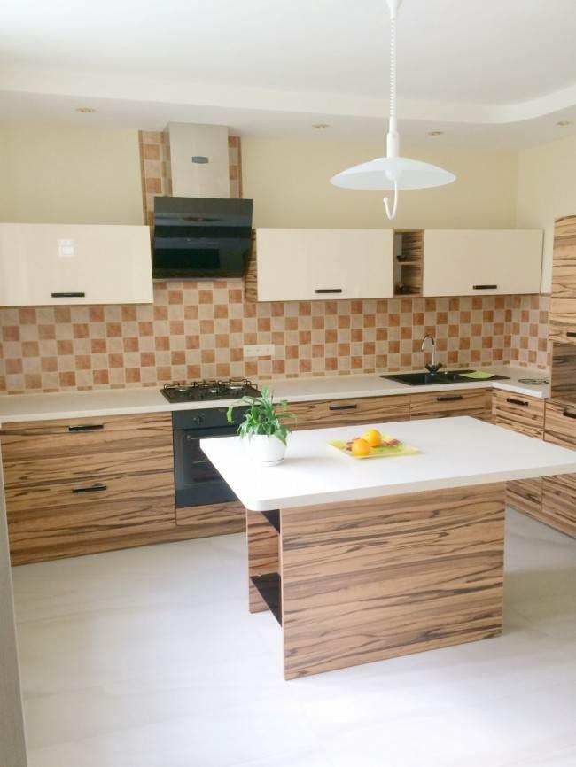 Угловая кухня с островом