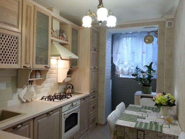 Плитка кабанчик на деревянной кухне