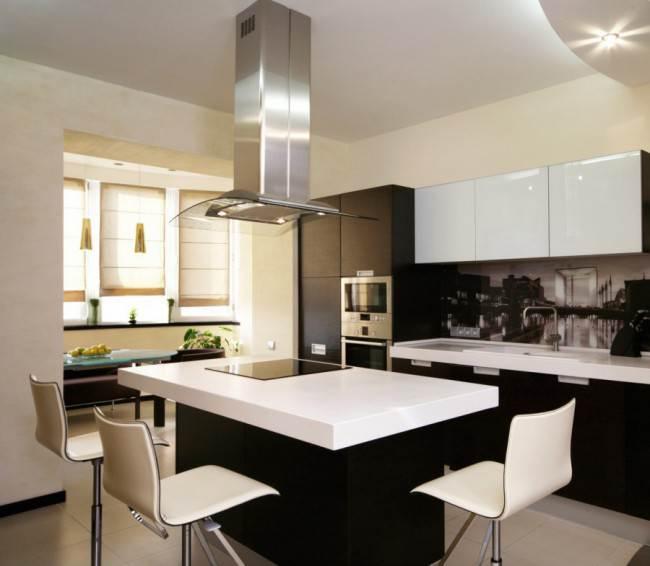 Черно-белая кухня с врезными ручками