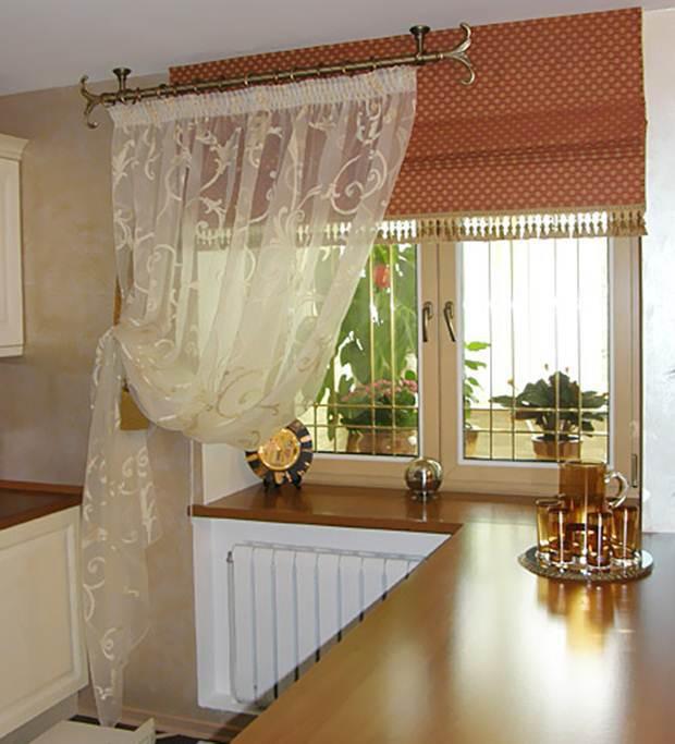 Простая модель штор в интерьере кухни