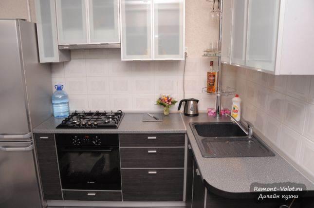 Угловая кухня с угловой мойкой