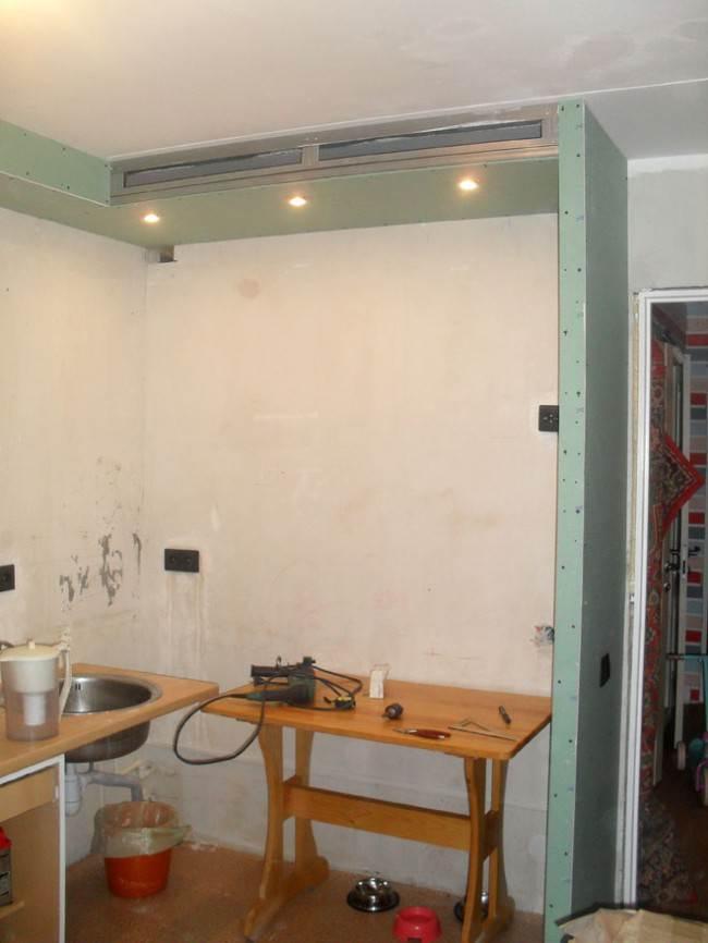 Кухня 12 кв. м с диваном в стиле лофт. Ход ремонта и обустройство интерьера