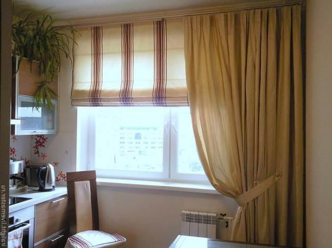 Бежевые шторы на кухне