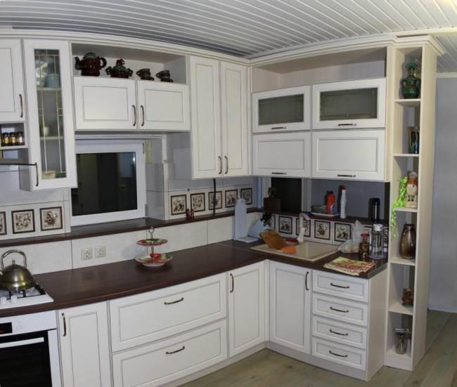Высокая кухня под потолок