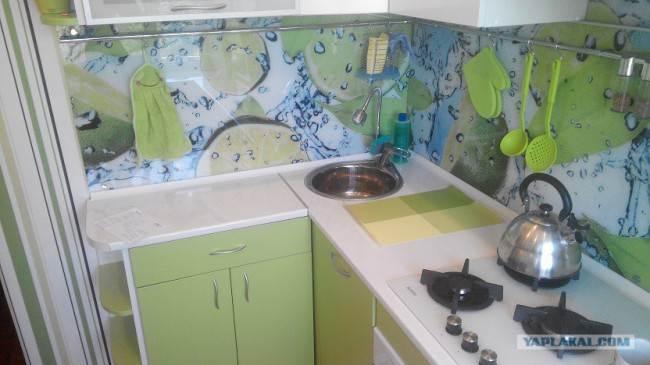 Круглая мойка на маленькой кухне