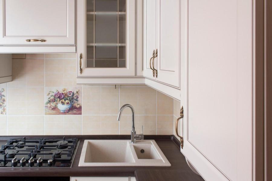 Как сделать кухню в классическом стиле используя мебельные декоры ... | 600x900