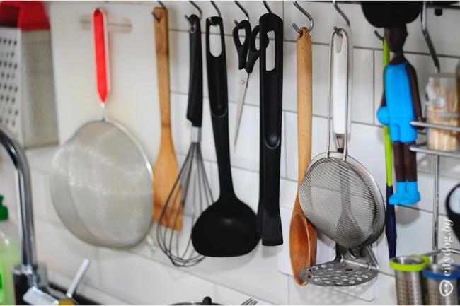 Белая кухня ZuchelKuche в хрущевке со встроенной стиральной машиной