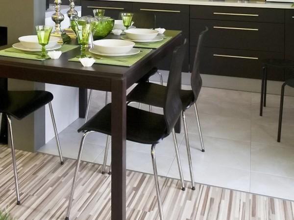 Как выглядит комбинированный пол из плитки и ламината?