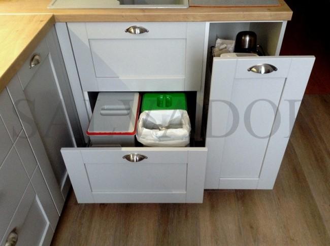 Дизайн серой кухни 8 кв.м в скандинавском стиле со столешницей под дерево