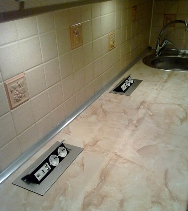 d2e8b3fa3acb Чтобы эксплуатация кухни была максимально комфортной, необходимо  предусмотреть достаточное количество источников питания для  электроприборов. Такие розетки ...