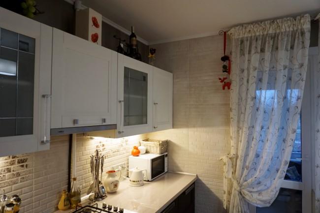 Тюль с подхватом на кухне