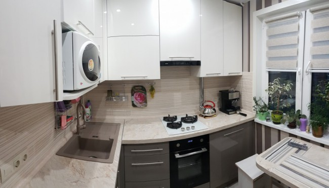 Дизайн кухни 6 кв. м с холодильником и стиральной машиной