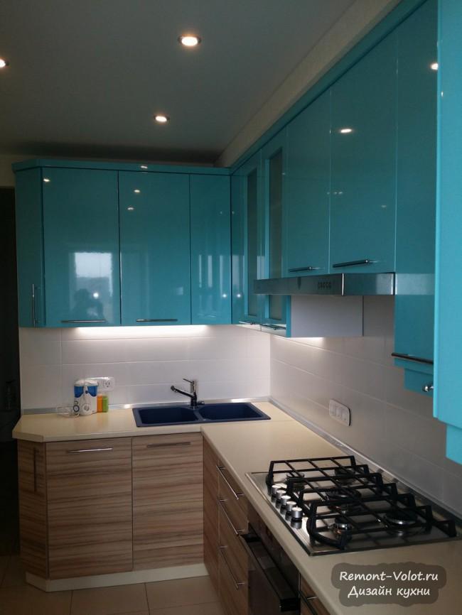 Интерьер бирюзовой кухни 12 кв. м с газовой колонкой и вентиляцией (9 фото)