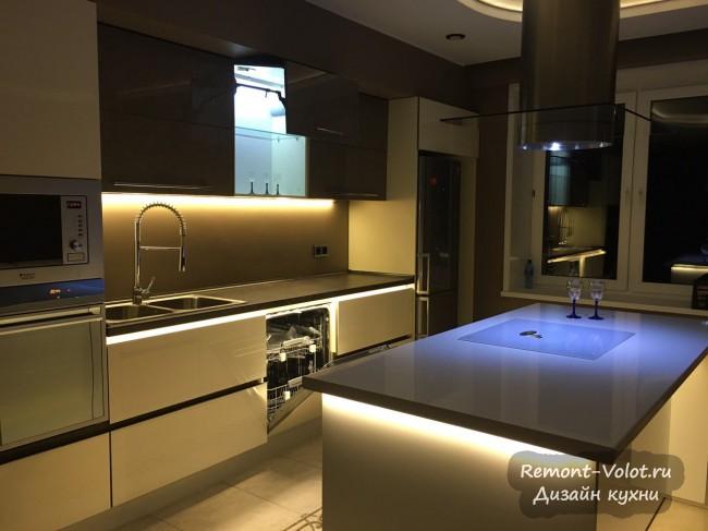 Современный дизайн кухни 18 метров: с островом и стильной подсветкой