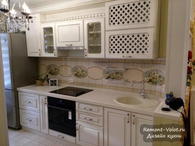 Дизайн небольшой кухни 8 кв в классическом стиле с сервантом