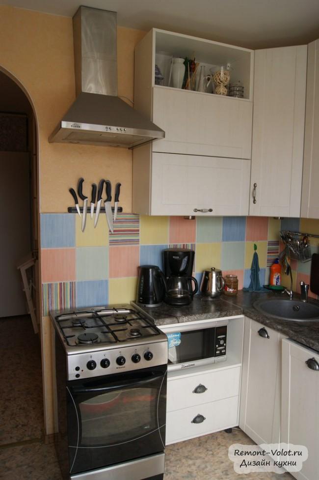 Кухня 6 кв м в с узкой посудомоечной машиной 45 см и высокими верхними шкафами