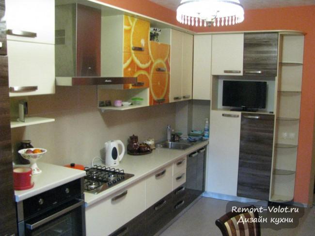 Угловая кухня 10 кв. м с апельсинами на фасадах (фотопечать)