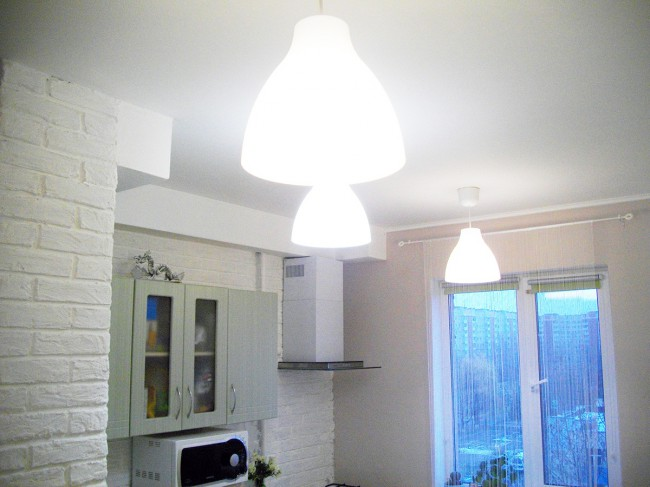 Недорогой ремонт на кухне 9 кв м со стиральной машиной и газовой плитой