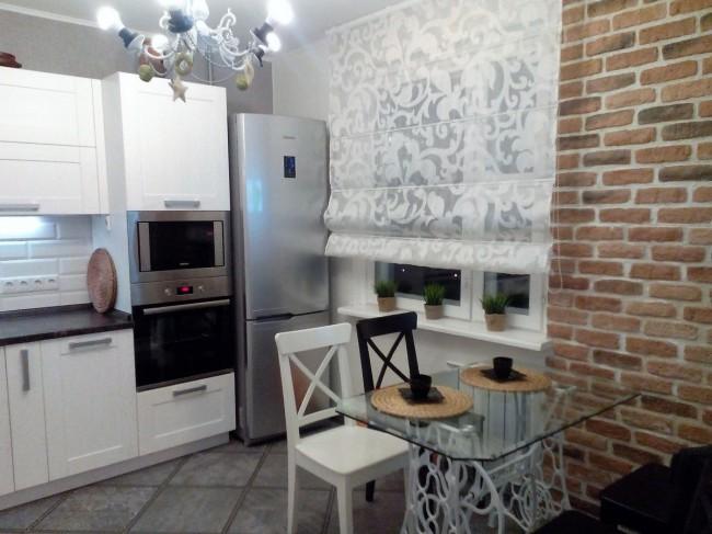 Дизайн белой кухни 10 кв м  с черной столешницей: модель «Лимба» от Геос Идеал