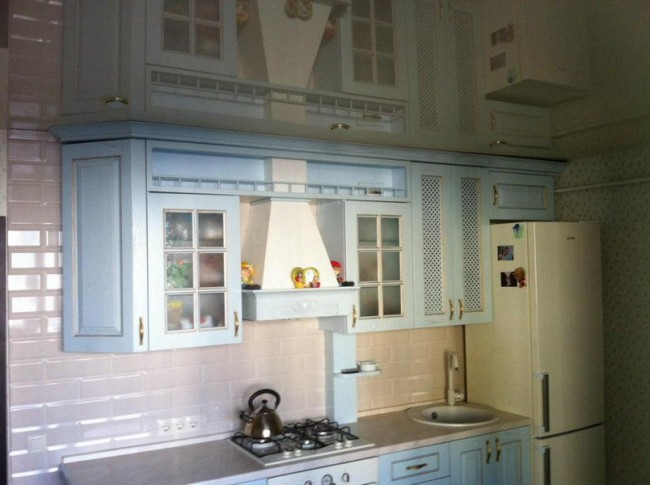 Точечный свет на кухне на потолке
