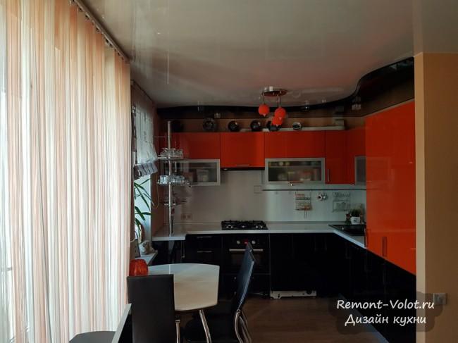 Оранжевая кухня 8 кв м со стиральной машиной и ПММ, объединение с гостиной