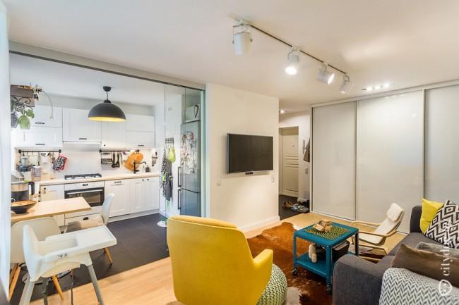 Кухня 7 кв м с гостиной и зоной спальни в скандинавском стиле в хрущевке