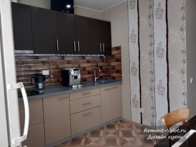 Современная кухня 10 кв м кофейного цвета с выходом на балкон. За 240 тыс в Тюмени
