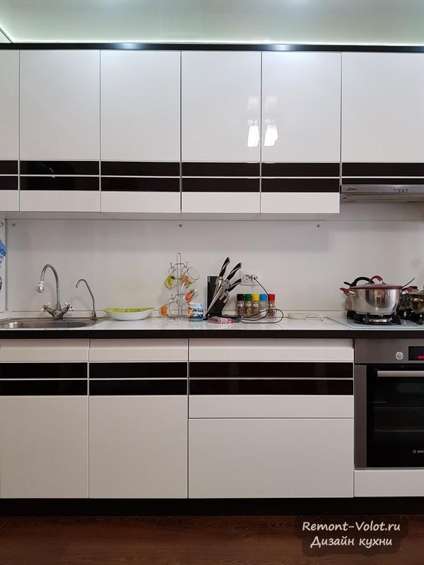 Черно-белая кухня 12,5 кв м с газовым котлом в новостройке. Чебоксары