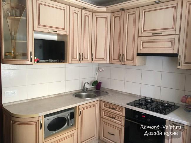 Бюджетная угловая кухня 8 кв м за 1000$. Бежевая классика